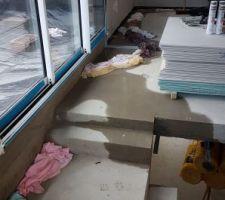 On est toujours embêtés par des infiltrations d'eau. Vivement que l'étanchéité des toits terrasses soit faite !