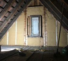 Isolation des murs pignons en laine de bois, ajout de poteaux. Goussets (triangles en OSB entre chevrons)