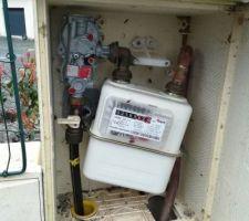 Le compteur gaz a bougé, suite au coup de pelle que le fourreau a pris