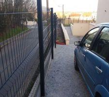 Pose de la clôture en cours...