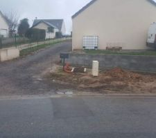 Mur à l entrée de l allée pour retenir la terre du voisin