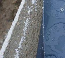 Les remontées du revêtement étanche :( sans acrotères l'eau passe allègrement dans la maison :(