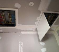 Nourrices pour l'étage: le plafond du cellier aura 3 trappes!!