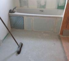 Préparation avant la pose du carrelage de la salle de bain