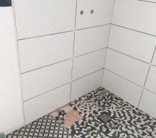 Douche à l italienne salle de bain parentale presque  terminée