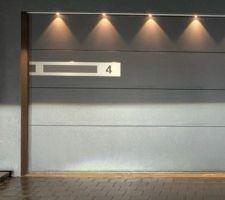 Porte sectionnelle Ferm'Ital il s'agit de ce modèle avec le rampe led également, sur la photo d'origine c'est un porte double, je l'ai redimensionnée pour avoir une idée de ce que ça donne en porte simple. Évidemment le numéro sera différent.