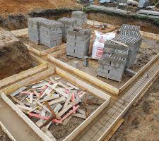 Préparation coulage 2ndes fondations : installations des ferailles