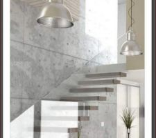 Escalier suspendu avec garde-corps en verre