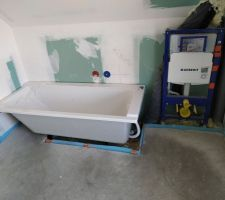 Baignoire + support WC étage