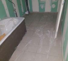 Carrelage du salle de bain à l'étage