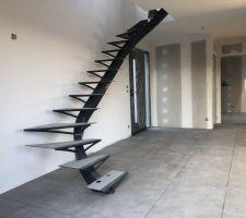 Semaine du 18 au 22 Mars 2019 : Pose des sols- Côté escalier- Format 60 X 60- Ref Urban Grey