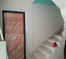 Cloisons : l'escalier et notre porte coup de coeur de chez Leroy-Merlin