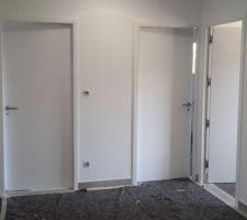 Pose des portes intérieures en cours