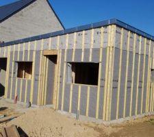 Mur , charpente et toiture en zinc... un travail parfait...