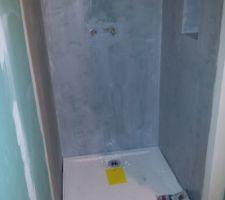 Réalisation de la douche: pose du bac de douche