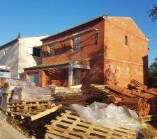 Réalisation des génoises, simple pour le porche et double à l'étage