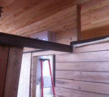 La poutre métallique est installée, manque plus qu'à poser les chevrons bois à l'intérieur (de l'autre côté ils reposent sur une muralière bois)