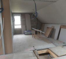 1 chambre avec l'ouverture du futur escalier