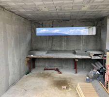 Pool-houseaux avec plan de travail En béton pour futur cuisine d?été