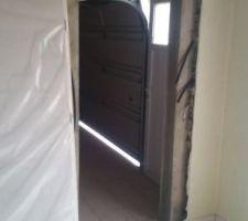 Percement d'une porte entre le studio et le garage pour pouvoir accéder au studio sans passer par l'extérieur