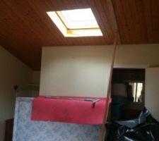 Percement d'une fenetre de toit dans le studio pour plus de lumière