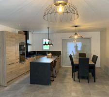 Cuisine et espace salle à manger