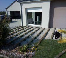 Installation de la structure de la terrasse, 33m2 plein sud