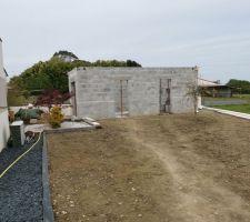 Abri de jardin en cours de construction