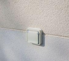 Prise électrique extérieur (legrand plexo) encastrée