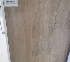 Choix du Carrelage : Carrelage imitation bois en grès cérame rectifié pour tout le rez de chaussé. PORCELANOSA, gamme Starwood, modèle Tanzania Nut, en 150x25 cm.