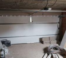 Garage, isolation du mur côté partie habitable, le reste sera plâtré
