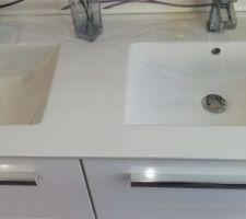 Meuble double vasque SDB enfants en blanc et SDB parents en bois clair