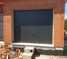 Porte de garage provisoire, qui deviendra une baie de 2,4m par la suite
