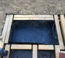 Jardinière en membrane PE, percée pour l'évacuation du surplus d'eau