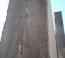 Le mur qu'ils ont fait avant de couler le dernier morceau. La mousse a été posé là