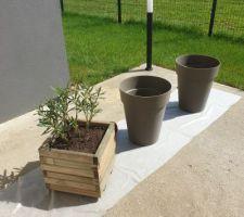 Le printemps est là, il est temps de s'occuper des extérieurs. Customisation de pots===> AVANT PEINTURE...
