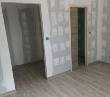 Dressing ouvert et salle d'eau