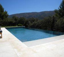 Visuel piscine à débordement