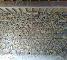 Mur du salon piqué