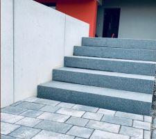 Escalier en granit de chez Cubik