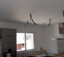 Préparation pour l'éclairage de la cuisine ...