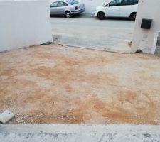Place de stationnement devant maison