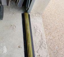 Protection bas porte garage antipluie