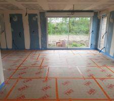 Pose des isolants pour le plancher chauffant