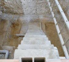 Escalier V2 et cave encore décaissée