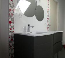 Pose de l'applique murale et des miroirs