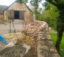 Montage du muret en pierre