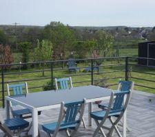 Terrasse finie! bravo mon mari...Une déco bleue pour changer des salons de jardin en résine tressée et hop : l'envie du barbecue pointe son nez !!