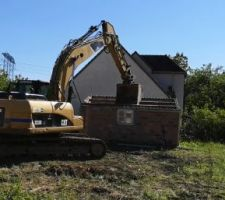 Pelleteuse - démolition cabane