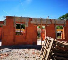 Elevation des murs : linteaux et coffrage volets